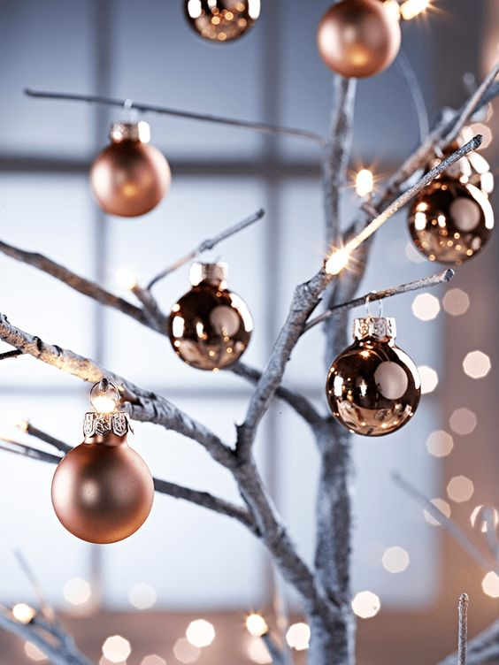 05-matte-and-glossy-mini-baubles-for-winter-decor