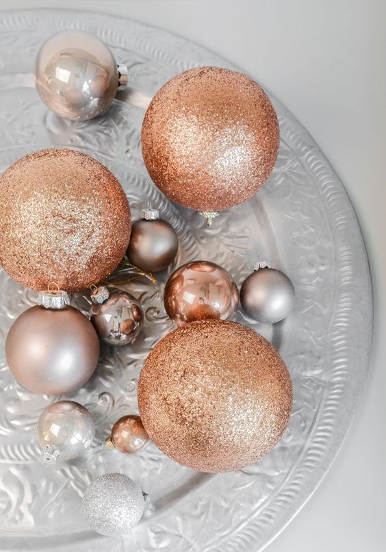06-metallic-ornament-set-for-decorating-christmas-with-chic