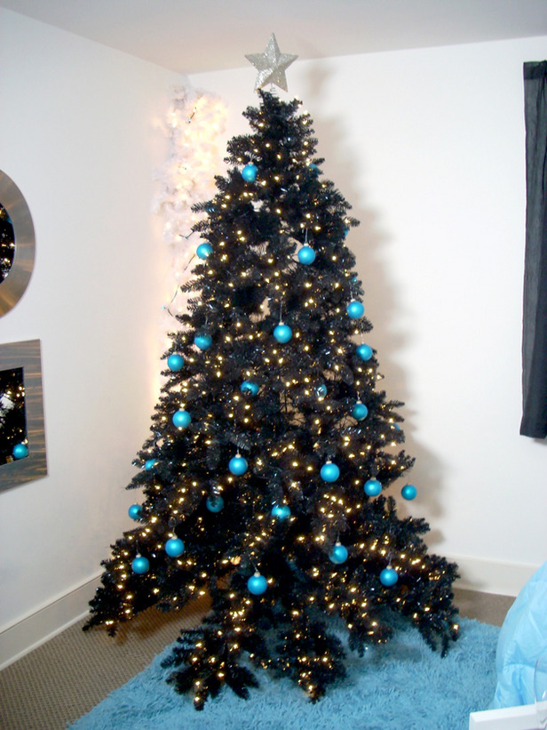 16-a-black-tree-decorated-with-lights-and-turquoise-baubles-for-a-contrast