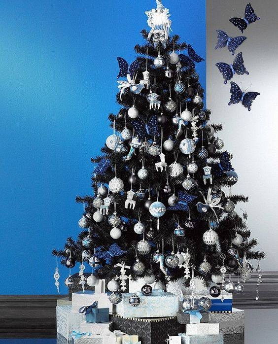 23-navy-white-and-silver-ornaments-look-good-on-black-trees