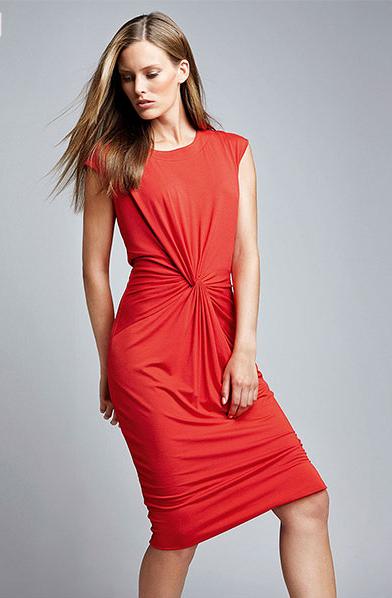 Драпировка на ткани на платье