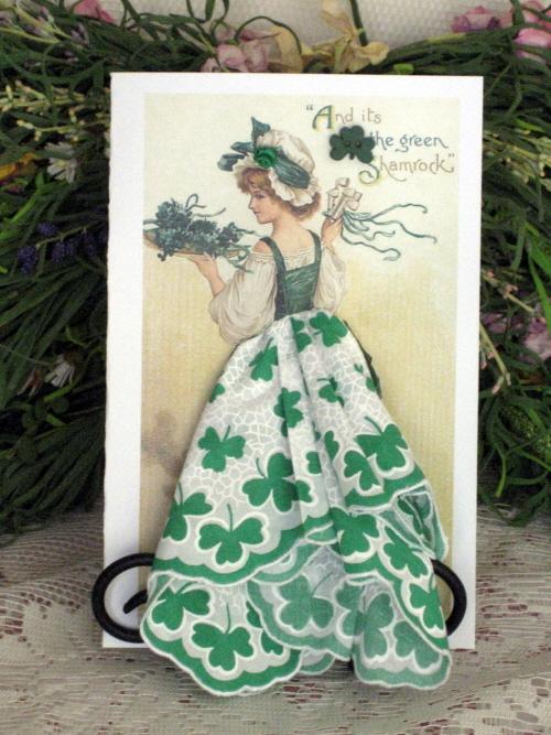 Винтажные открытки с дамами в юбках из платков, про