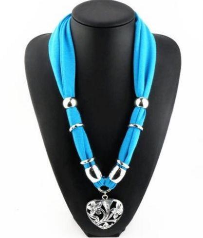 Ожерелье из шарфов и косынок... Модно и стильно!