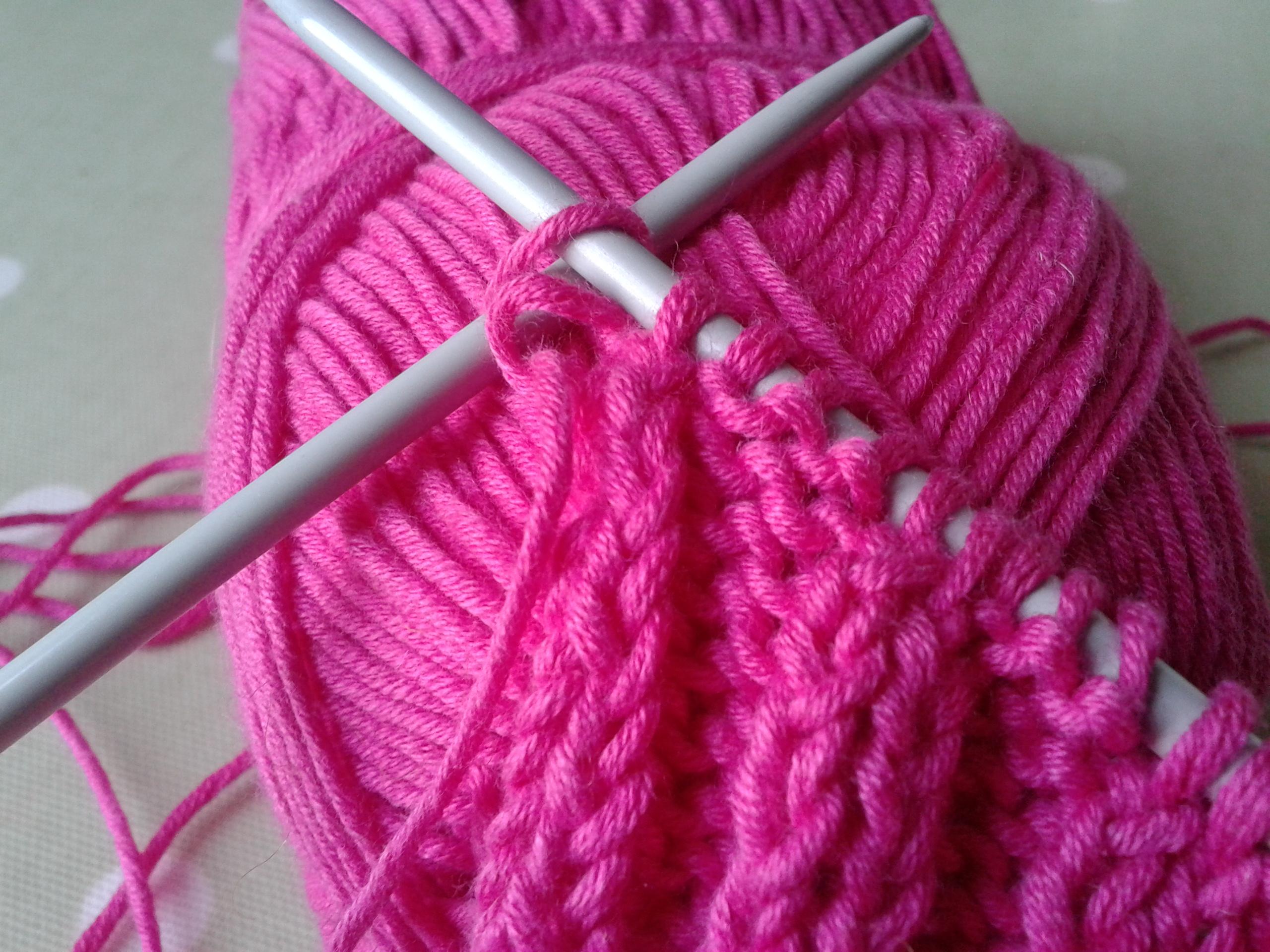 как соединить нити при вязании спицами ткацкий узел и безузелковый