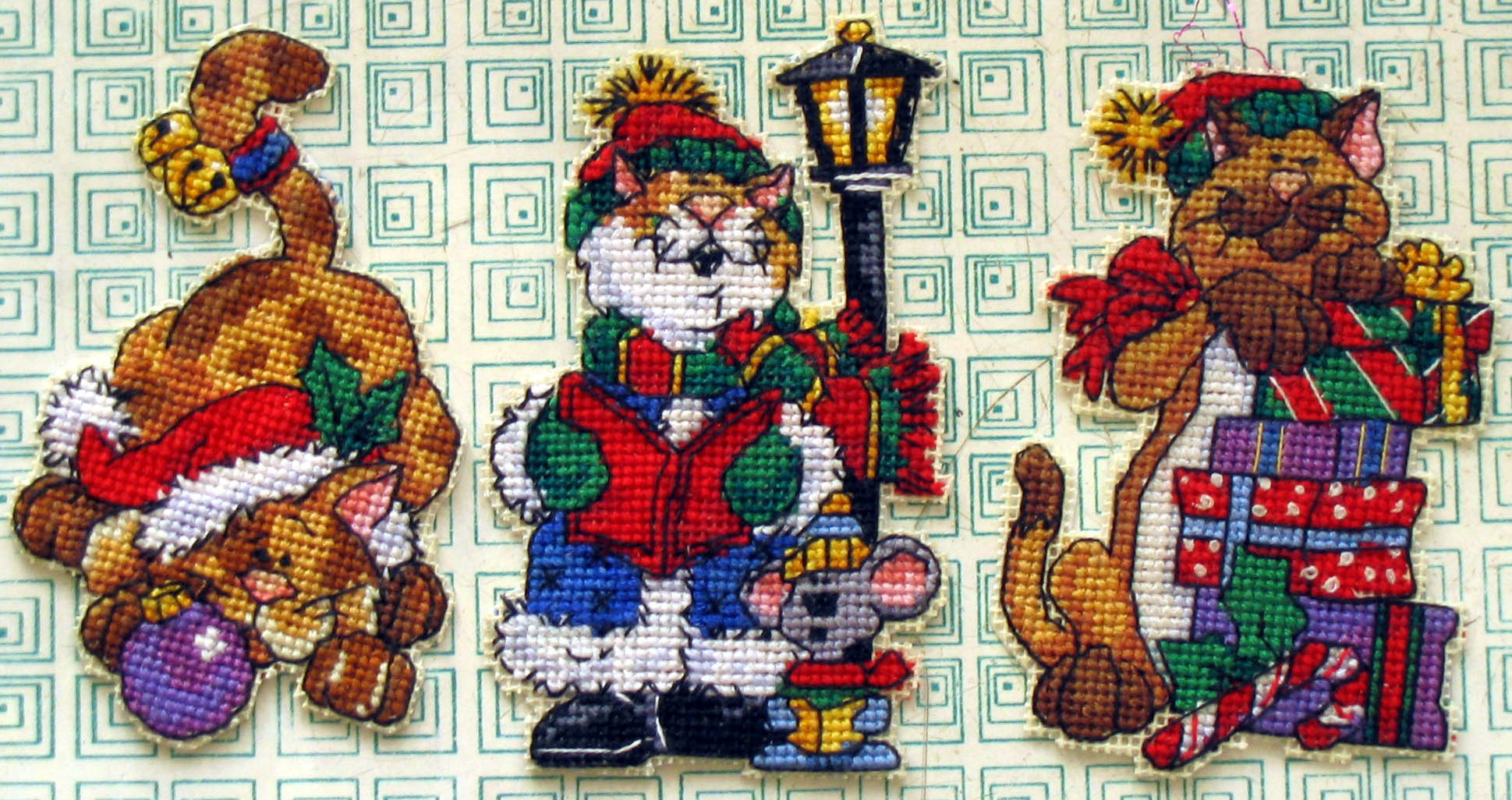 Новогодняя вышивка крестом на пластиковой канве 24