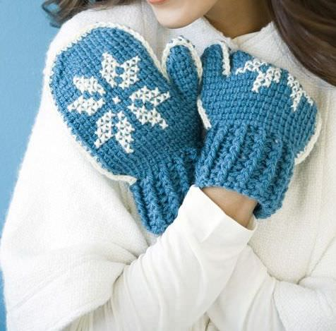 зимние узоры и техника вышивания на варежках