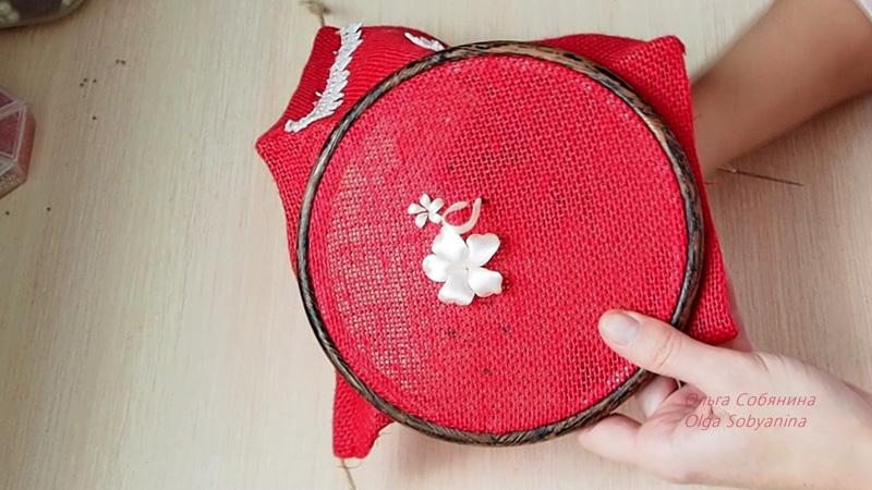 Как украсить вышивкой подарочный мешочек