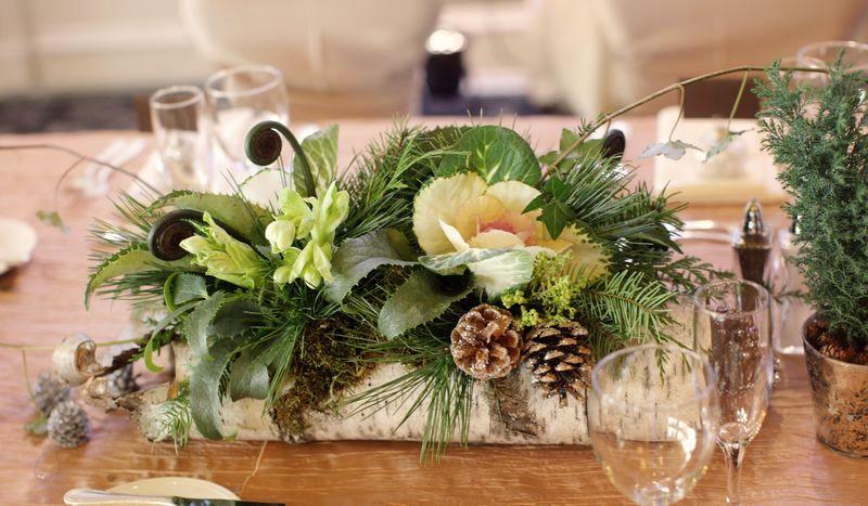 сервировка новогоднего стола живыми цветами