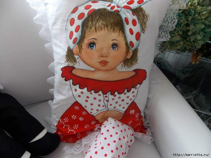 Детские подушки-куклы с росписью акриловыми красками (18) (700x525, 237Kb)