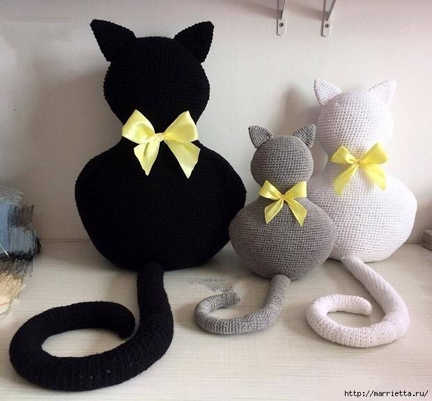 забавная вязаная подушка игрушка в виде кошечки