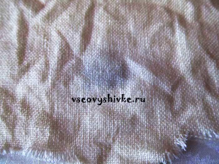 пятна на вышивке ягода