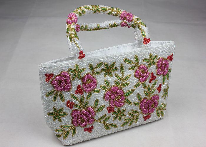 4442eb8796a9 Модные аксессуары: сумки, вышитые бисером