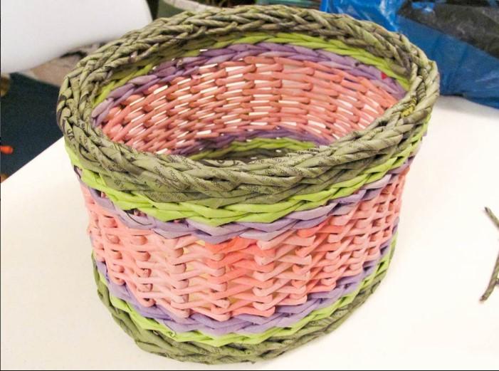 pletenye-korzinki3 Плетеные корзинки из различных материалов своими руками