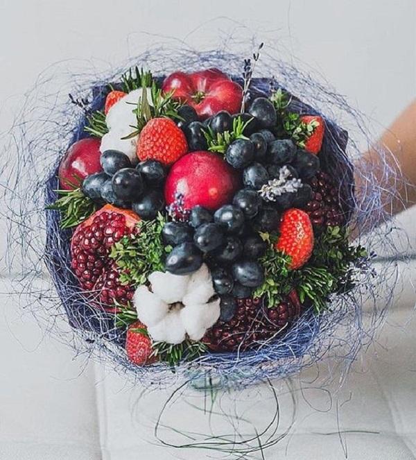 Как мастерить букет из фруктов и ягод?