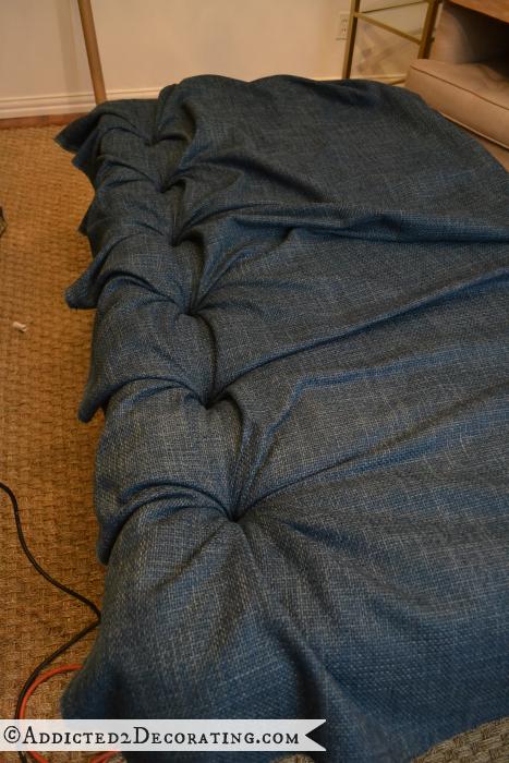 Как сделать мягкое изголовье, пуфик или спинку для стула (12) (467x700, 599Kb)