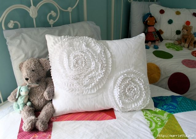 Шьем сами. Интересный декор подушки и одеяла воланами (4) (638x454, 163Kb)