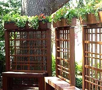 скамейки с опорами для вьющихся растений