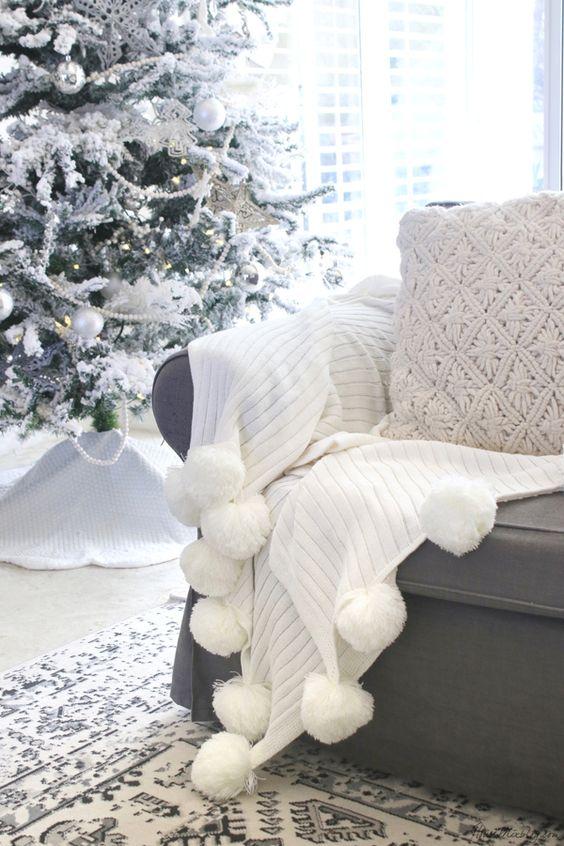 белая новогодняя елка идеи декора