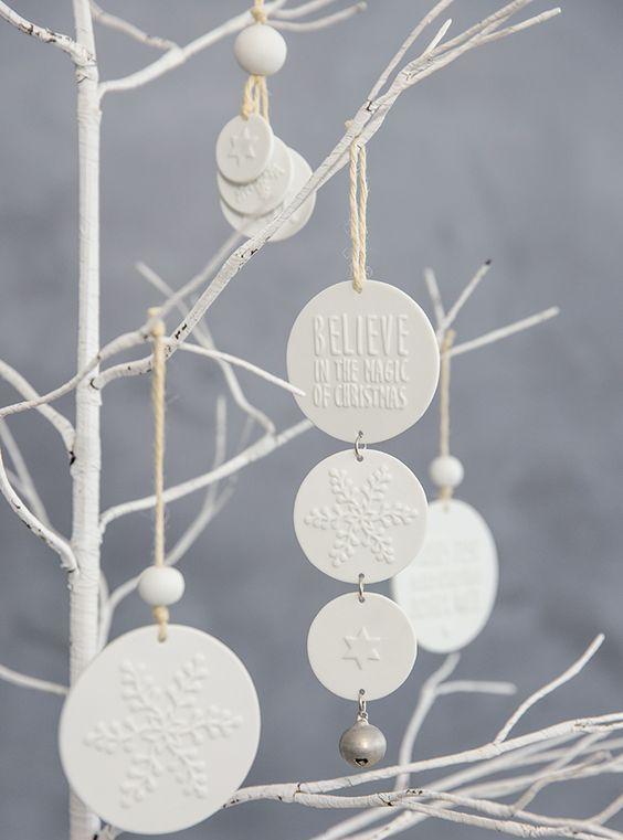 белые ветки в новогоднем декоре
