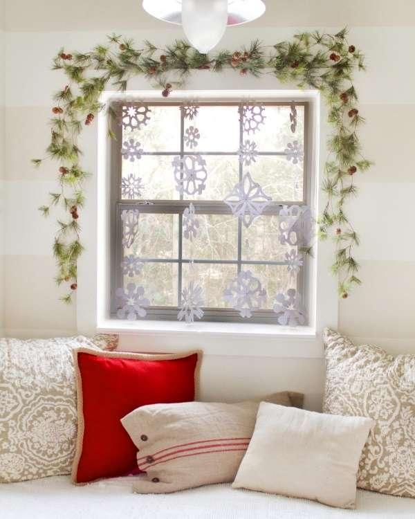 Как украсить окно на Новый год - фото лучших идей