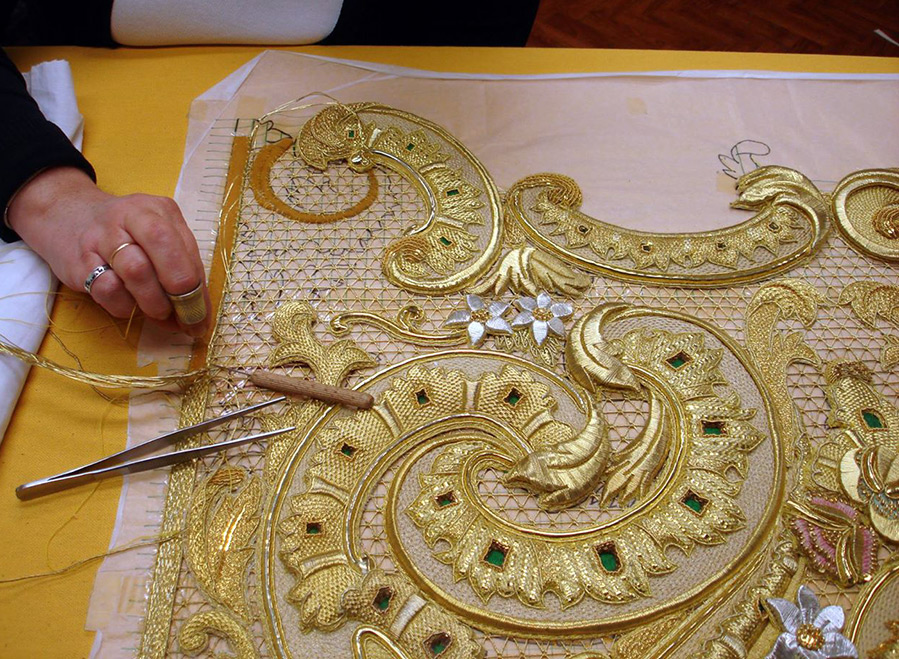 Вышивка золотым шнуром