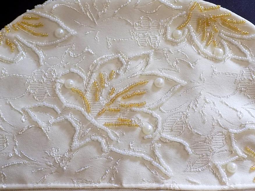 Расшиваем фабричную вышивку наткани бисером