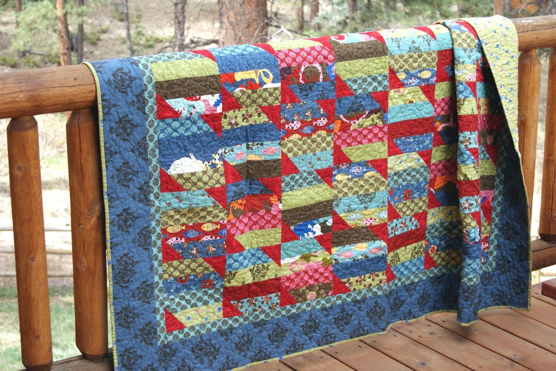 Одеяло в стиле пэчворк из полосок ткани