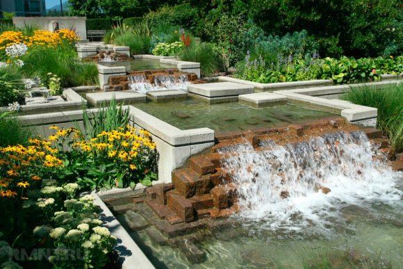 Дачный пруд с каскадным водопадом