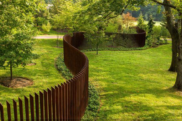Деревянный забор авторского исполнения