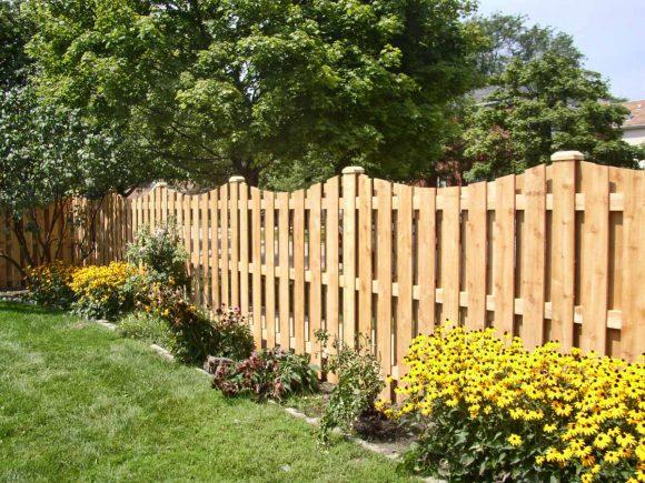 Красивый деревянный забор для дачи