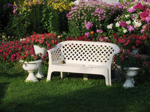 Садовая скамейка из пластика