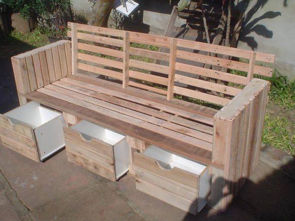 Скамейка с выдвижными ящиками